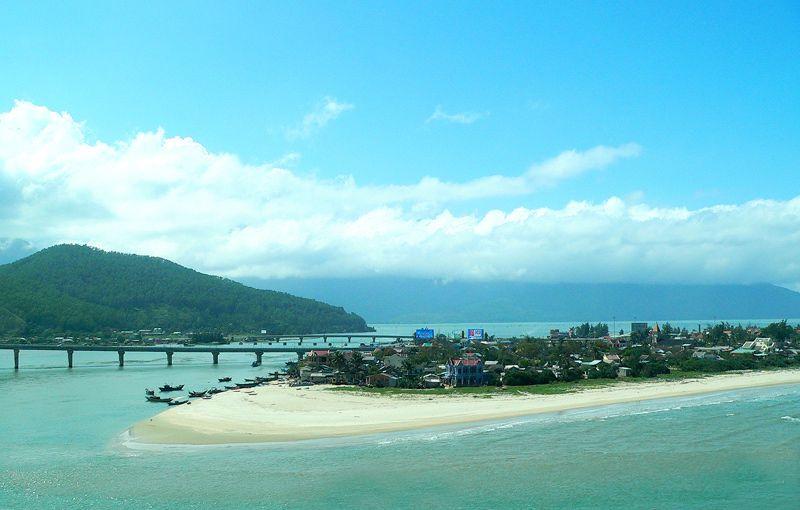 """Bãi biển Lăng Cô - """"Người đẹp làng chài""""   Mytour.vn"""