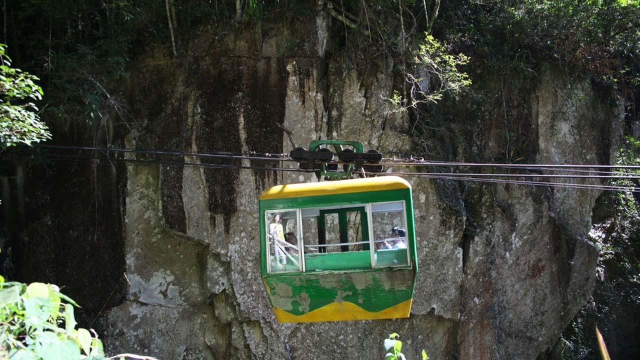 Đi cáp treo là hoạt động khá nhẹ nhàng để chiêm ngưỡng cảnh sắc thung lũng từ trên cao. Nguồn: Internet