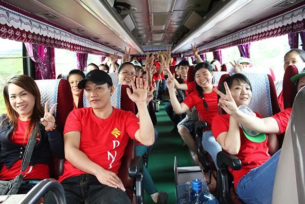Du lịch Mộc Châu bằng xe khách như thế nào?