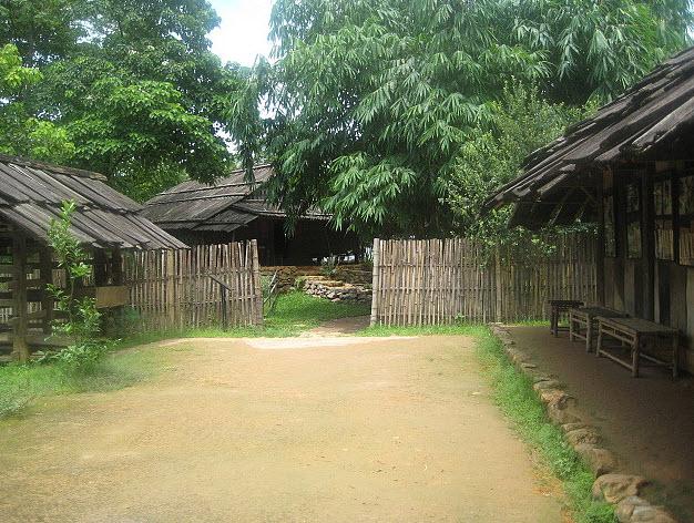 Những kiêng kỵ khi đến thăm bản, làng của ĐBDT
