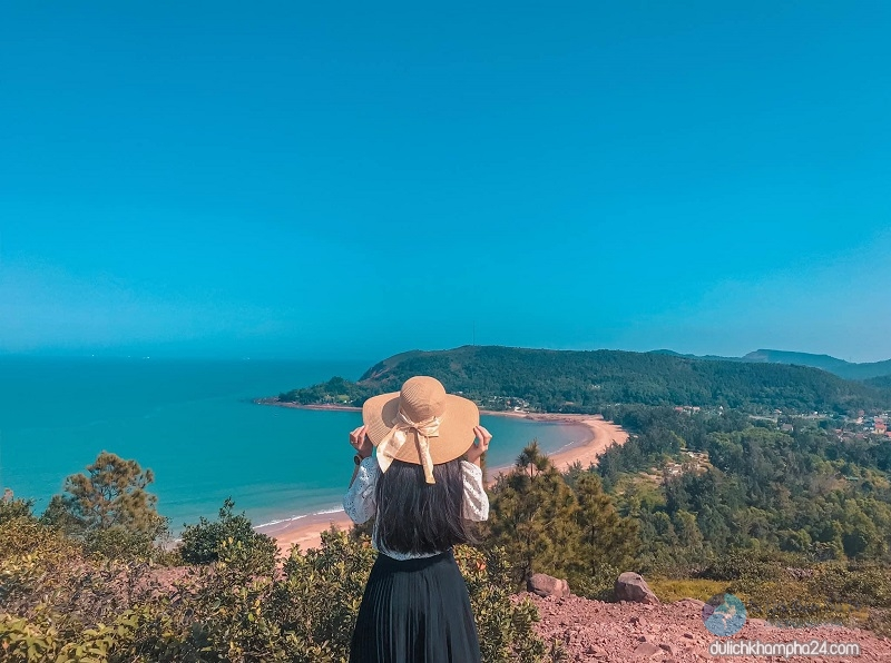 ngút ngànrặng thôngkhiến chodu khách liên tưởngđếnmột Đà Lạt trên biển.