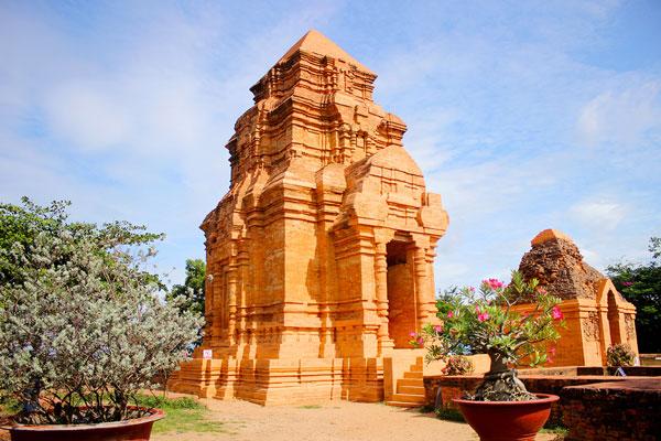 Chiêm ngưỡng kiến trúc nghệ thuật độc đáo của tháp Poshanư tại Bình Thuận